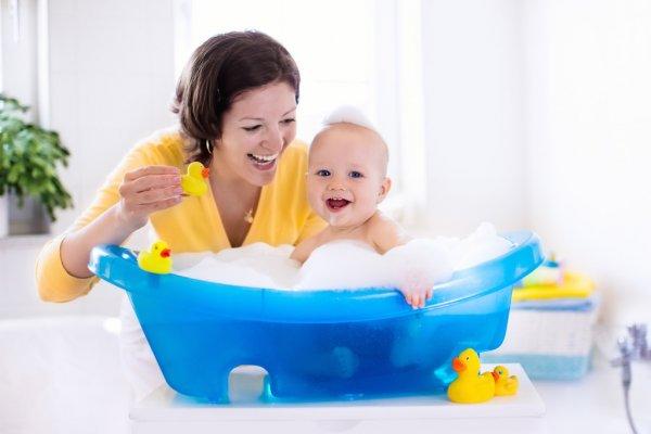 Hora de bañar al bebé